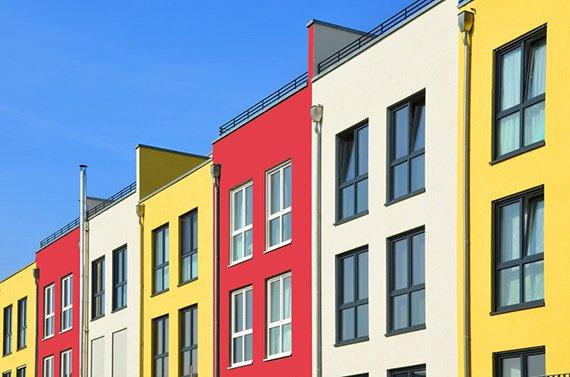 Häuser in verschiedenen Farben